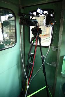1つの三脚に二台のハイビジョンカメラを載せる
